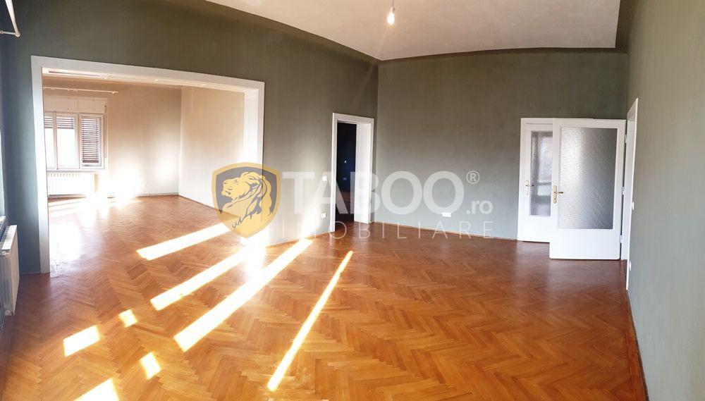 Apartament la casa 4 camere si garaj de inchiriat zona Centrala 2