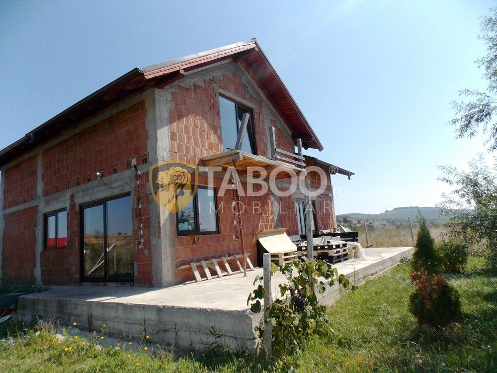 Casa cu 4 camere decomandate si 220 mp curte de vanzare in Sura Mare 2
