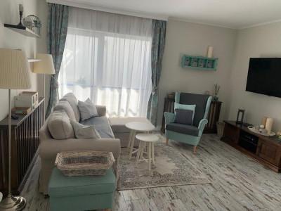 Apartament 100 mp cu 4 camere 3 balcoane si acces curte in Cisnadie