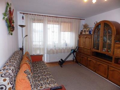 Apartament cu 3 camere 2 bai si balcon de vanzare in zona Ciresica