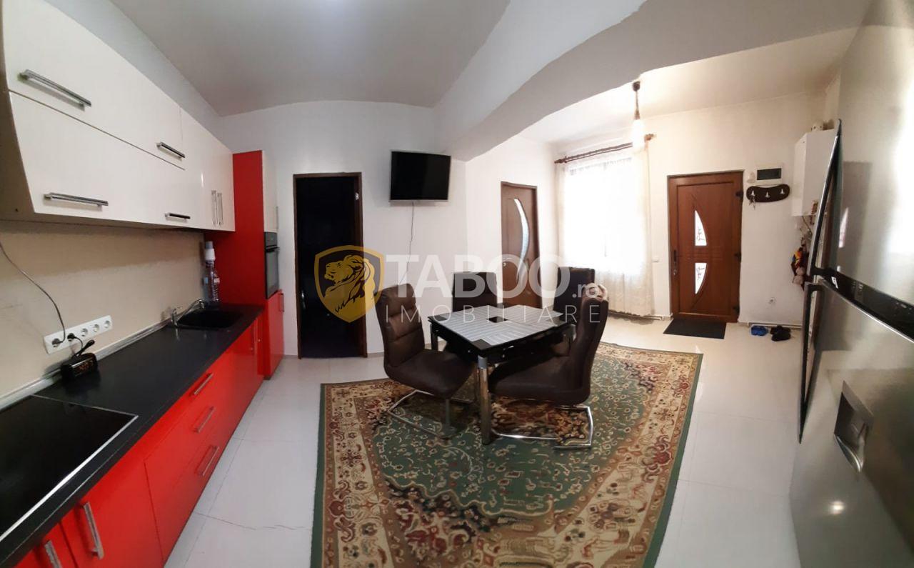 Casa moderna 193 mp cu 2 apartamente de vanzare in Orasul de Jos 1