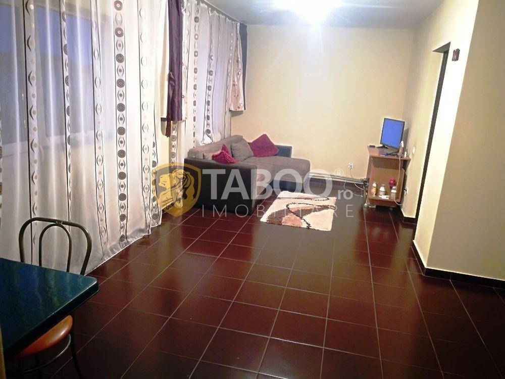 Apartament 2 camere 60 mp utili si balcon de vanzare in Vasile Aaron 1