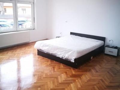 Apartament 4 camere pretabil regim hotelier de vanzare Calea Dumbravii