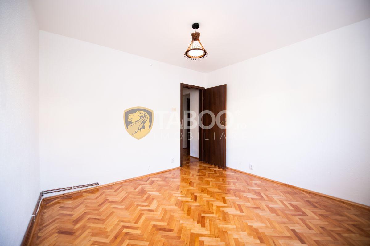 Apartament 2 camere cu balcon 54 mp utili in zona Vasile Aron 1
