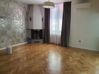 Apartament 3 camere de inchiriat str. Moldovei posibilitate birou