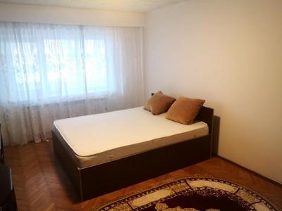 Apartament de vanzare 3 camere decomandate si pivnita zona Autogarii