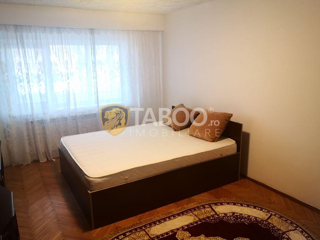 Apartament de vanzare 3 camere decomandate si pivnita zona Autogarii 1