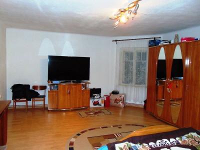 Apartament la casa cu 3 camere si gradina in Sibiu zona Terezian