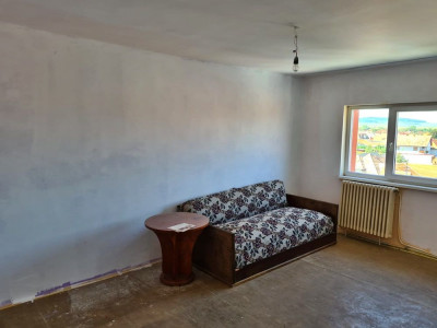 Apartament cu 3 camere de vanzare in Sebes zona Aleea Lac