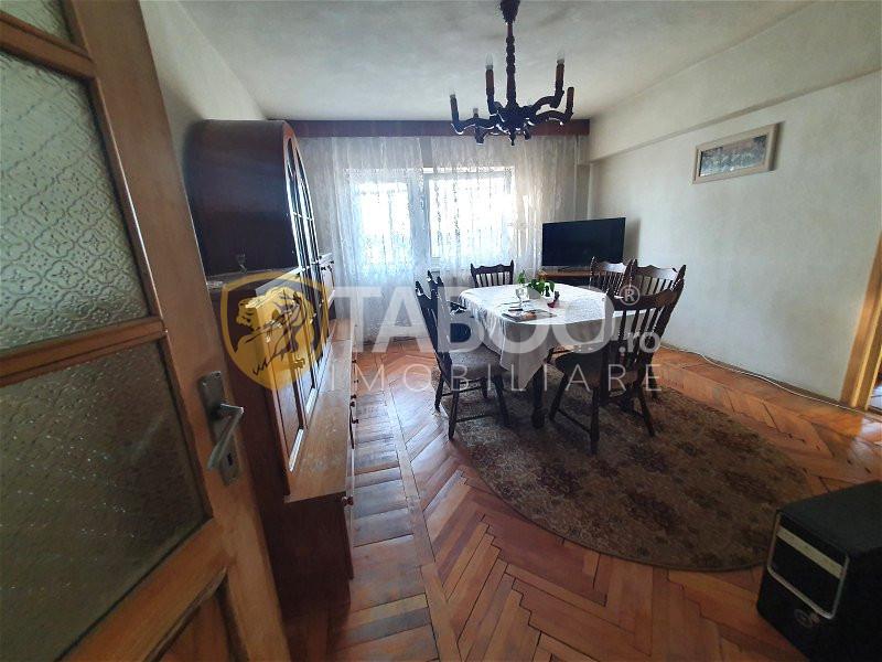 Apartament cu 4 camere si 4 balcoane de vanzare in Sibiu zona Turnisor 2