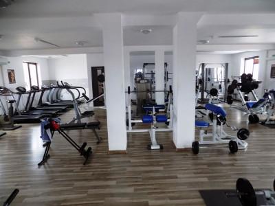 Spatiu comercial cu 10 camere 1000 mp teren in Sura Mica judetul Sibiu