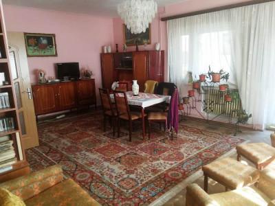 Casa cu 4 camere decomandate de vanzare in Cisnadie judetul Sibiu