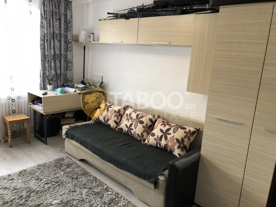 De vanzare apartament cu 2 camere decomandate in Terezian Sibiu 1