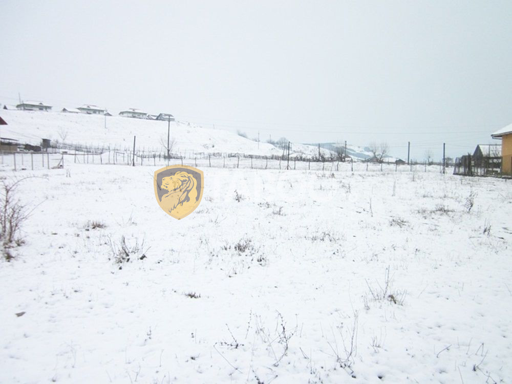 Teren de vanzare 1410 mp in Petresti judetul Alba 1