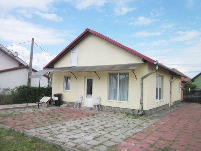 Casa cu 3 camere decomandate de vanzare in Sebes judetul Alba