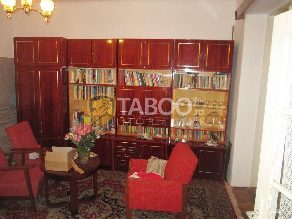 Casa cu 3 camere decomandate de vanzare in Sebes judetul Alba 1