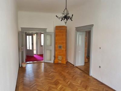 Apartament cu 2 camere decomandate de vanzare zona Centrala Sebes