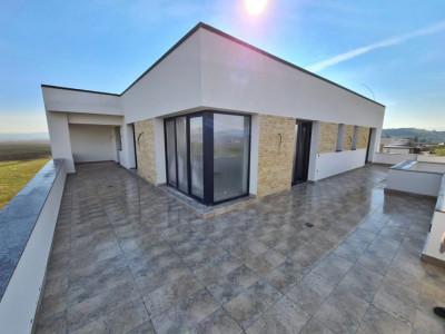 Penthouse de vanzare 185 mp utili in Sebes