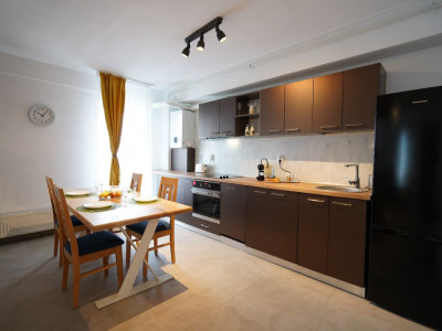 Apartament de inchiriat 3 camere 3 balcoane piscina comuna in Sibiu