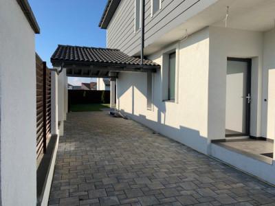 Casa 4 camere garaj terasa si curte de 300 mp de vanzare in Selimbar