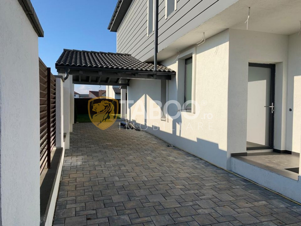 Casa 4 camere garaj terasa si curte de 300 mp de vanzare in Selimbar 1