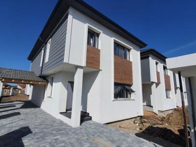 Casa cu 4 camere garaj si teren de 394 mp de vanzare in Selimbar