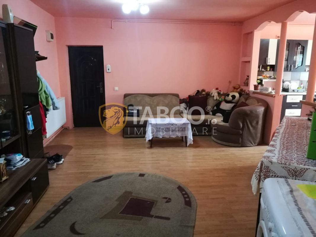 Apartament 3 camere 72 mp utili cu balcon in Sibiu zona Rahovei 1