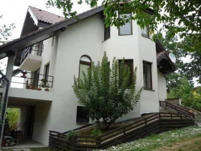 Casa individuala de vanzare 5 camere teren 2000 mp in Cisnadie Sibiu