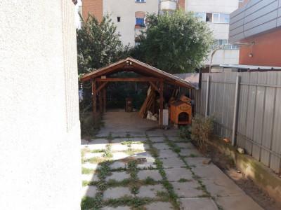 Casa individuala de inchiriat 8 camere 2 intrari 280 mp Terezian Sibiu