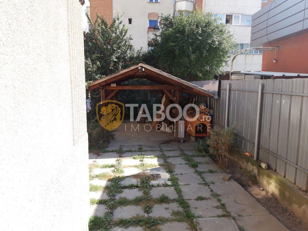 Casa individuala de inchiriat 8 camere 2 intrari 280 mp Terezian Sibiu 1