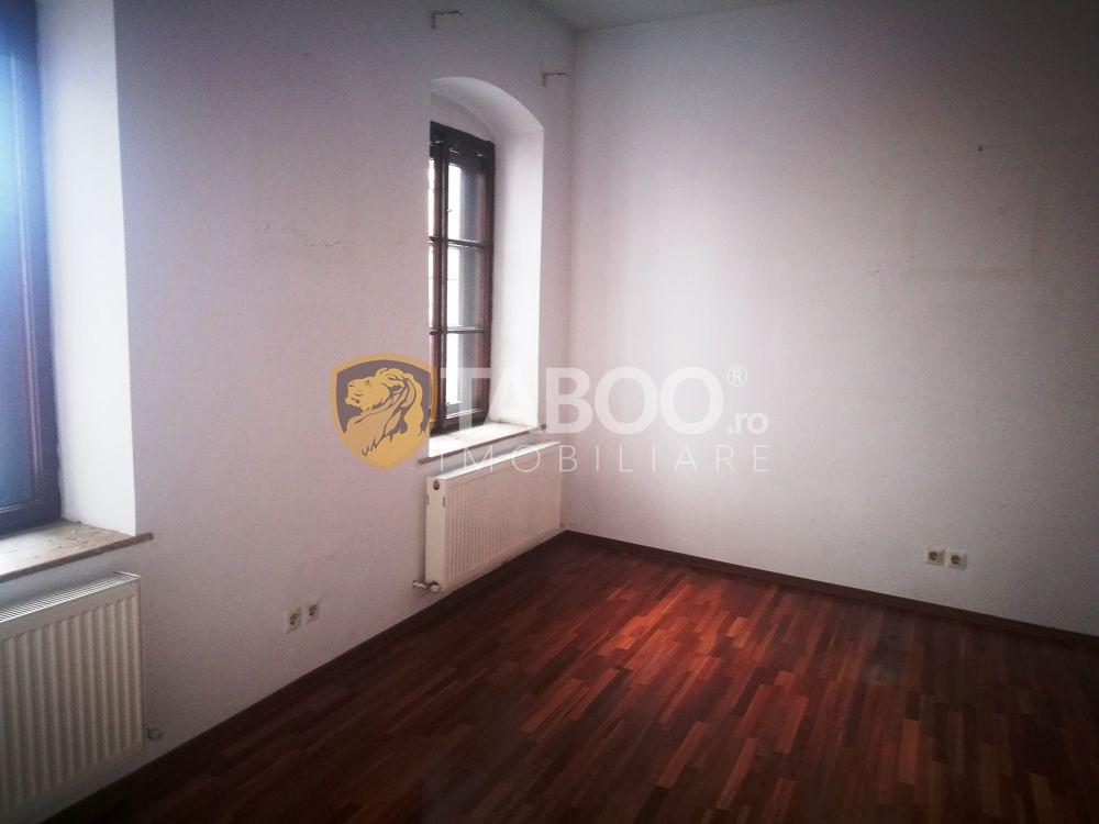 Spatiu de birouri cu 3 camere 50 mp de inchiriat zona Bulevardul Victoriei 1