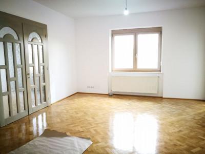 Apartament cu 3 camere decomandate 2 bai 2 balcoane in Sibiu B-dul Victoriei