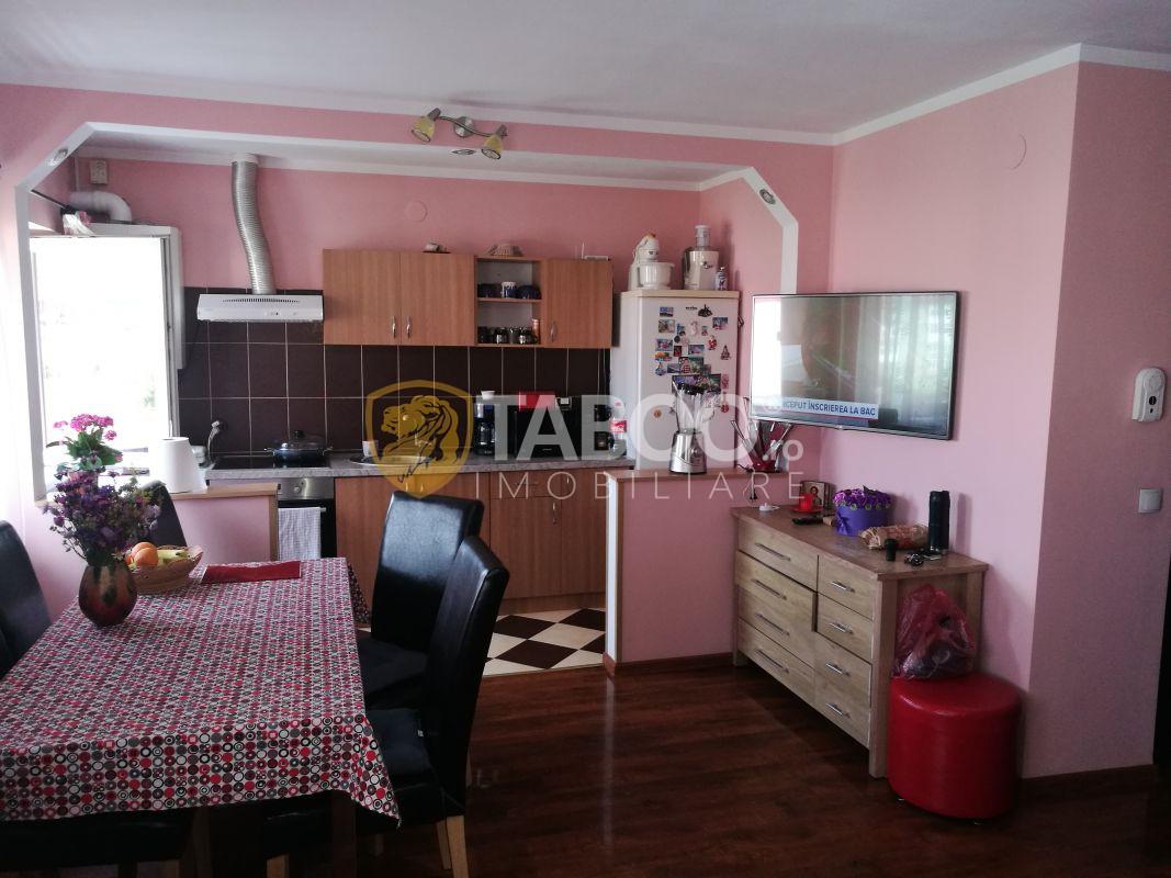 Apartament de vanzare 4 camere 2 bai pivnita Vasile Aaron Sibiu 3