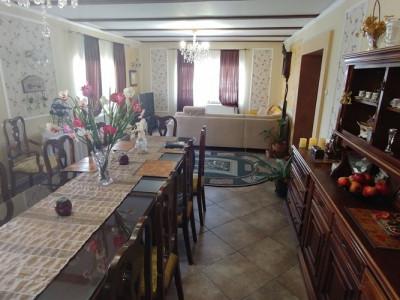 Pensiune 8 camere si 1300 mp teren de vanzare in Tocile judetul Sibiu