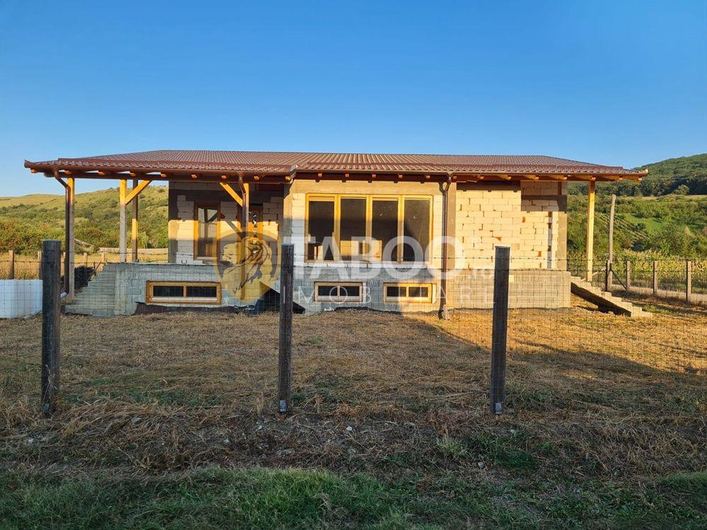 Casa la rosu de vanzare in Petresti judetul Alba 1