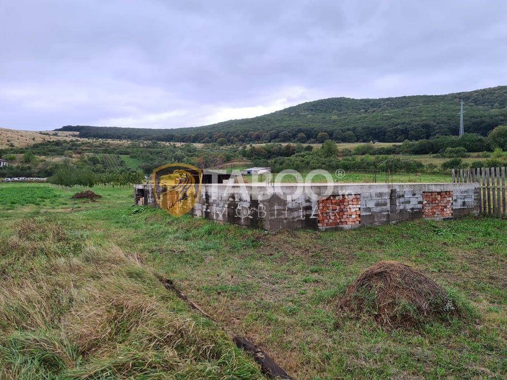 Teren intravilan de vanzare cu fundatie casa in Petresti judetul Alba 1