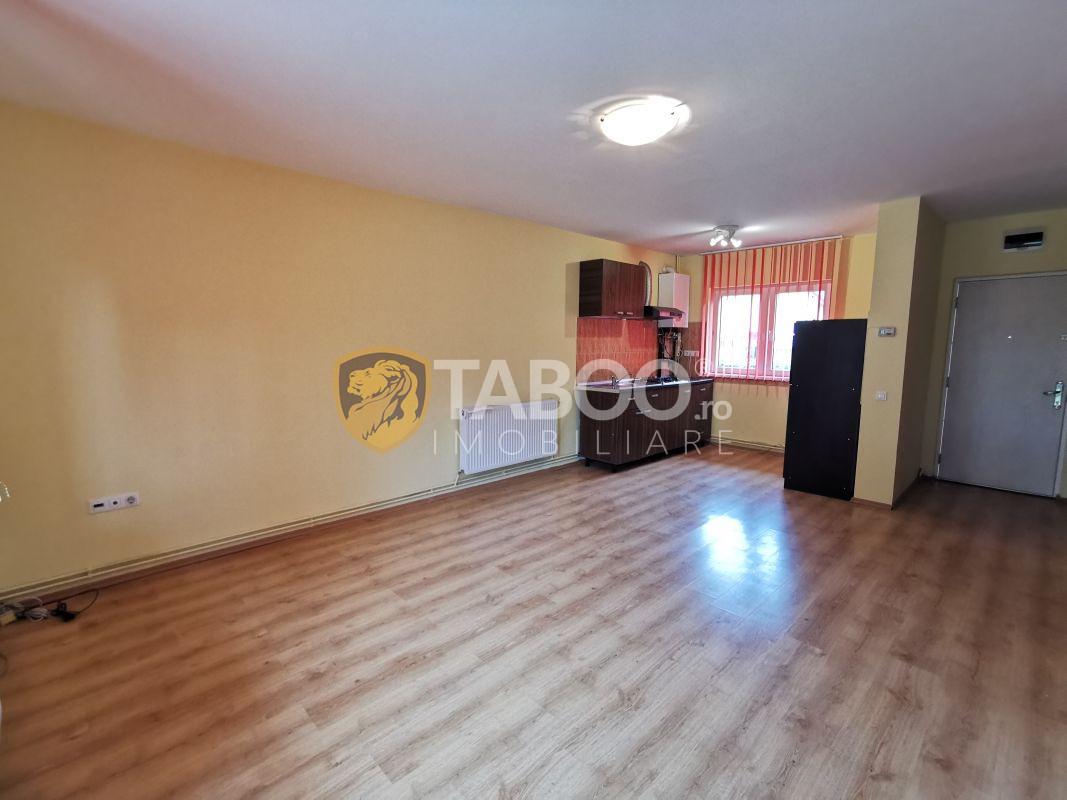 Casa cu 3 camere si curte 275 mp de inchiriat in Sura Mare Sibiu 1