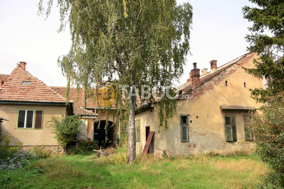 Casa individuala cu 8 camere si curte 500 mp in Sibiu zona Piata Cluj 2