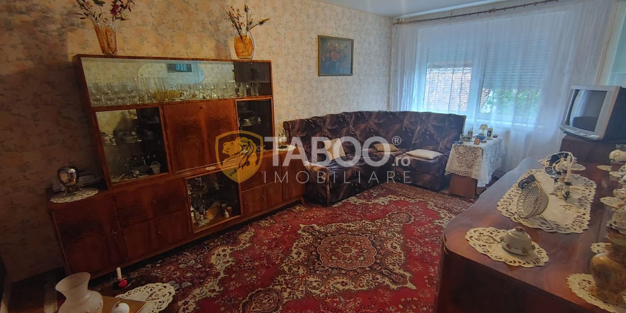 Apartament cu 3 camere balcon si pivnita de vanzare zona Rahovei Sibiu 1