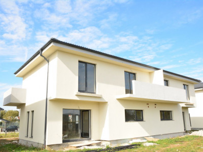 Duplex de vanzare 4 camere si curte de 452 mp in Selimbar