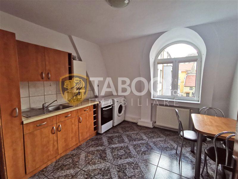 Apartament cu 3 camere si balcon de inchiriat in zona Centrala Sibiu  1