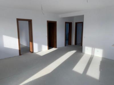 Apartament de vanzare 3 camere 2 bai 2 balcoane in Cisnadie