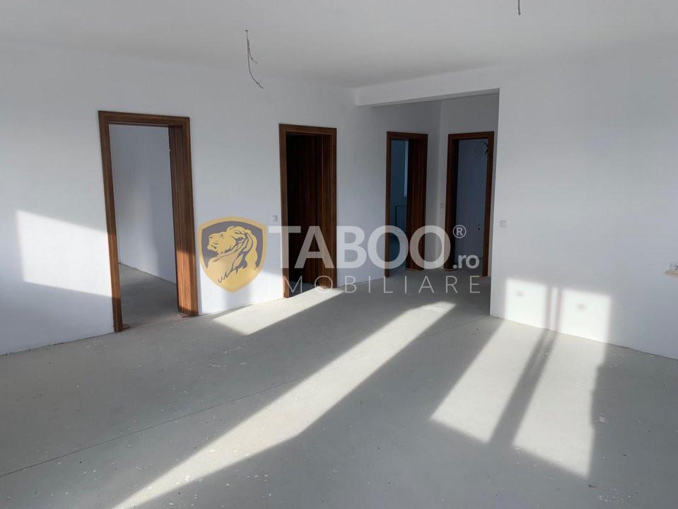 Apartament de vanzare 3 camere 2 bai 2 balcoane in Cisnadie 1