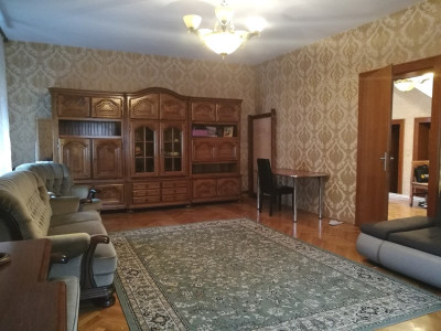 Casa deosebita 5 camere de inchiriat la 3 minute de Centrul Istoric