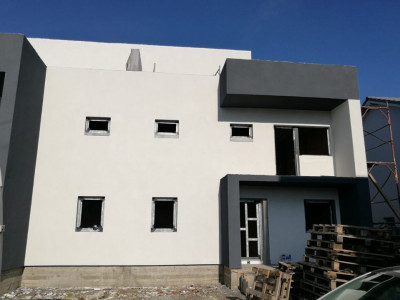 Casa de vanzare tip duplex cu 5 camere 165 mp utili in Selimbar
