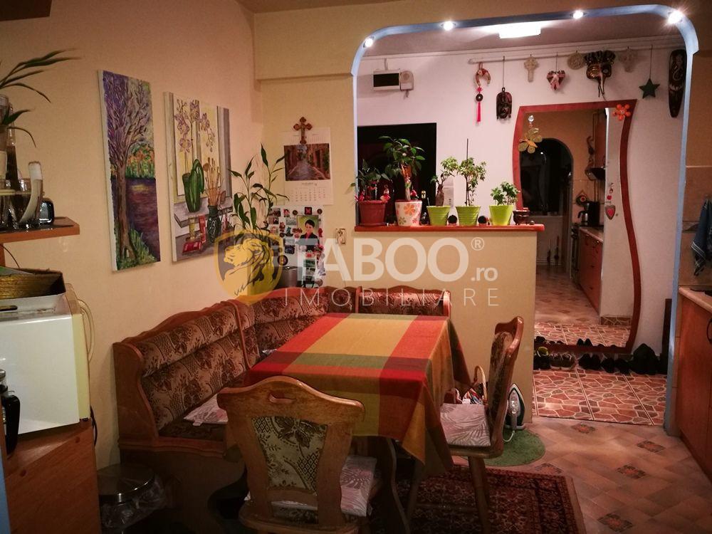 Apartament cu 3 camere decomandate 66 mp si balcon Vasile Aaron 1