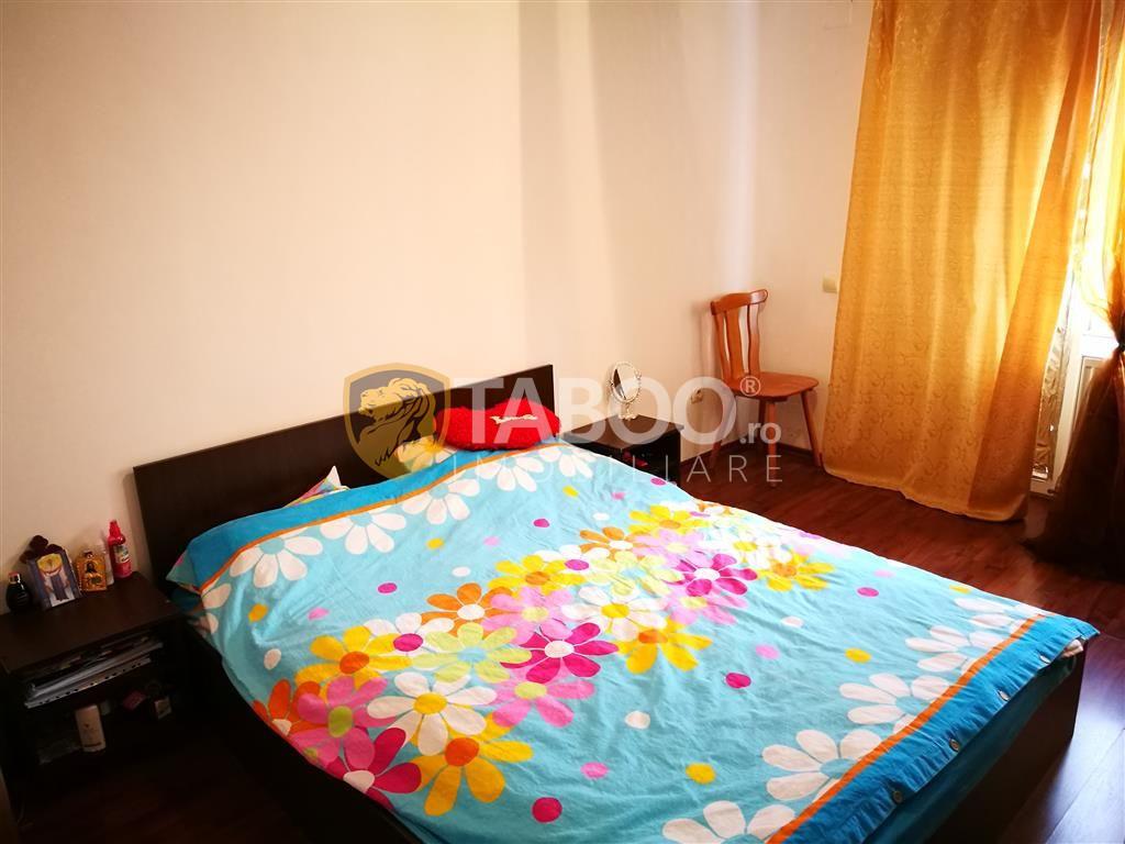 Apartament cu 2 camere decomandate balcon si pod in zona Strand 3
