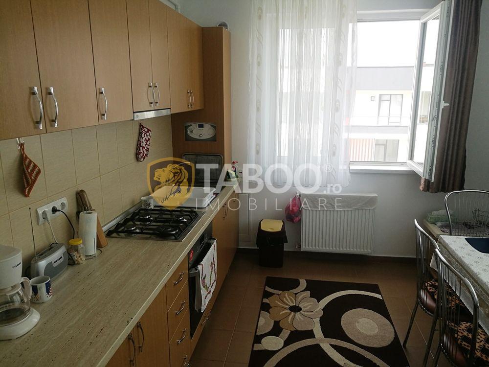 Apartament cu 3 camere 2 bai si 2 balcoane de vanzare in zona Ciresica 1