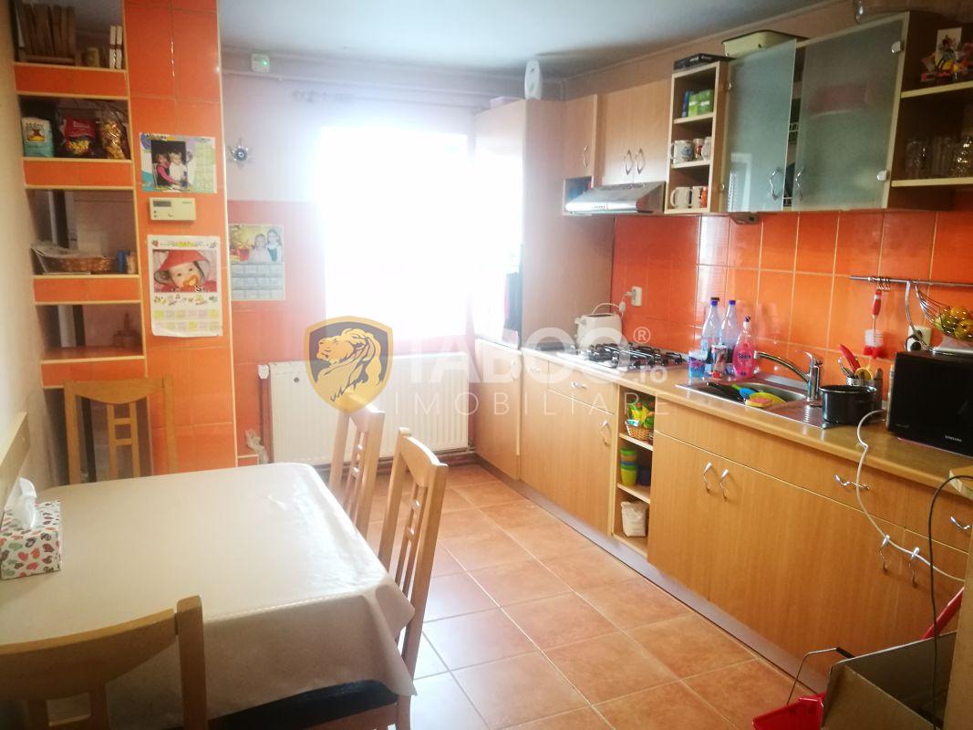 Apartament 3 camere decomandate 2 bai 2 balcoane zona Centrala 3