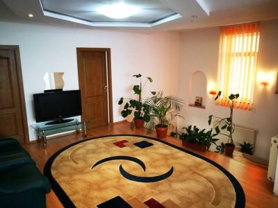 Casa cu 8 camere mobilate si 1100 mp de teren de inchiriat in Selimbar